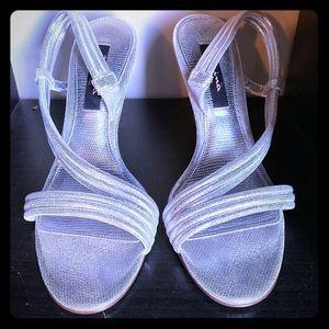 Size 8 Nina silver heels 2inch